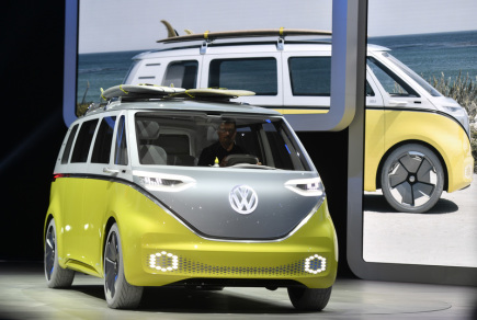 Elektromobil Volkswagen I.D. Buzz na autosalonu ve Frankfurtu nad Mohanem.