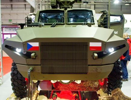Společnost Tatra Defence Vehicle, která vyrábí obrněná a speciální vozidla, vyvinula společně s polskou firmou H. Cegielski-Poznań obrněné vozidlo Husar 4x4. Unikátní podvozek pro vozidlo dodává automobilka Tatra Trucks. Vůz (na snímku) byl poprvé k vidění na veletrhu obranných a bezpečnostních technologií v polských Kielcích.