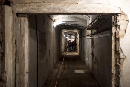 Součástí prohlídek sklepení zámku Hrádek u Nechanic je od 16. září návštěva elektrické rozvodny z roku 1914. Zámecké sklepy (na snímku) jsou mimořádně přístupné vždy na státní svátky a také v rámci Dnů evropského dědictví.