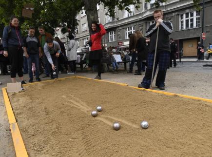 Pouliční slavnost Zažít město jinak se uskutečnila 16. září na 68 místech v Praze. Snímek je z Výtoně.
