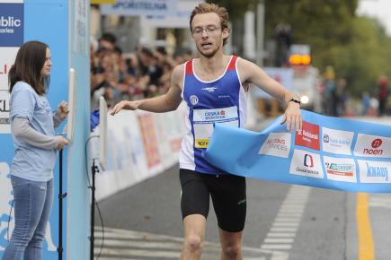 Praha - Běchovice, mistrovství České republiky v silničním běhu, 24. září v Praze. Vítěz mužské kategorie Jakub Zemaník.