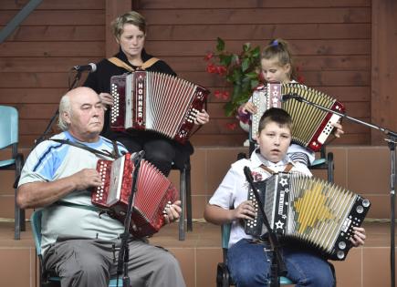 Tradiční svatováclavské setkání harmonikářů a heligonkářů se konalo 28. září v Luhačovicích na Zlínsku. Na snímku jsou heligonkáři z Šanovska na Zlínsku.