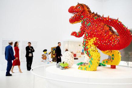 Modely pro Lego House, který byl minulý týden otevřen v dánském Billundu, vznikaly v kladenské továrně Lega. Stavba objektu s podlahovou plochou 12.000 čtverečních metrů trvala čtyři roky. V celoročně otevřeném domě je 25 milionů kostek lega v různých zážitkových zónách včetně dvou výstavních a čtyř herních prostor.