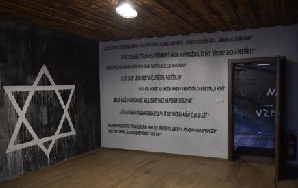 Ve Svatobořicích-Mistříně na Hodonínsku 7. října slavnostně odhalili památník a otevřeli muzeum internačního tábora, kde nacisté drželi například rodinné příslušníky členů zahraničního odboje. Táborem prošlo asi 3500 lidí.