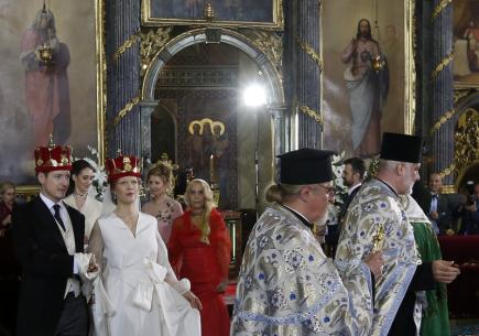 V Bělehradě se  oženil mladší syn následníka srbského trůnu Filip Karadjordjević. Pětatřicetiletý princ si ve zdejší katedrále během pravoslavného obřadu vzal jedenatřicetiletou dceru známého srbského malíře Danicu Marinkovičovou.