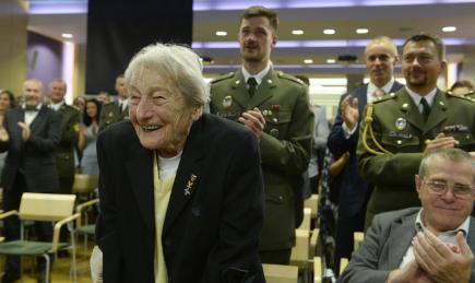 Bývalá oštěpařka Dana Zátopková se zúčastnila 26. října v Praze vyhlášení nejlepšího armádního sportovce roku.