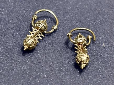 Muzeum Jana Amose Komenského v Uherském Brodě na Uherskohradišťsku zahájilo 8. listopadu pětidenní výstavu vzácných šperků z období Velké Moravy. Na snímku jsou zlaté náušnice z 2. poloviny 9. století.