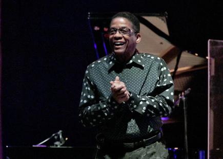 Herbie Hancock, americký jazzový pianista a skladatel, desetinásobný držitel prestižní hudební ceny Grammy, vystoupil 9. listopadu v Praze na závěr festivalu Struny podzimu.