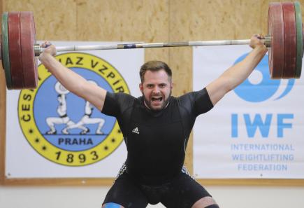 Mistrovství ČR ve vzpírání, 11. listopadu v Praze, kategorie mužů do 105 kg. Jiří Gasior.