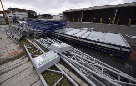 Do Střediska správy a údržby dálnic v Bernarticích na Benešovsku (na snímku z 10. listopadu) začali silničáři přivážet první odstraněné nepovolené billboardy a konstrukce umístěné podél dálnice D1.