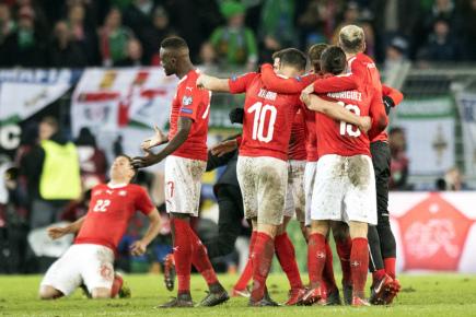 Odveta baráže o fotbalové MS 2018 Švýcarsko - Severní Irsko v Basileji. Švýcarští hráči se radují z postupu.