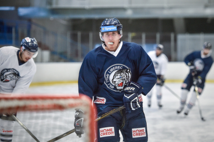 Hokejový útočník Marek Kvapil na tréninku libereckých Bílých Tygrů.