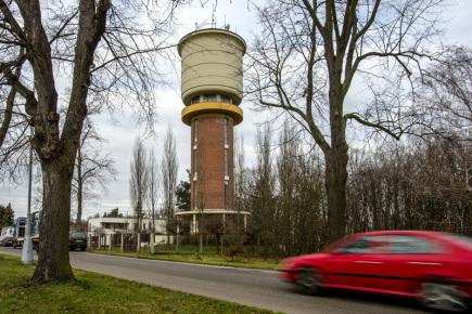 Vodárenská věž (na snímku z 27. listopadu) na kopci svatého Jana v Hradci Králové se stala kulturní památkou. Rozhodlo o tom ministerstvo kultury, vyhovělo tak návrhu města z jara 2016.