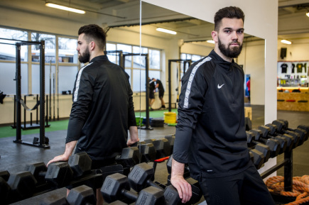 Fotbalový brankář Tomáš Koubek (na snímku z 22. prosince) nepolevuje ani o Vánocích. Přestože ve francouzském celku Rennes dostal na pár dní volno, aby mohl přijet na svátky za rodinou do Hradce Králové, stále naplno trénuje.