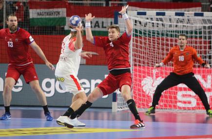 Mistrovství Evropy házenkářů: ČR - Dánsko, 15. ledna v chorvatském Varaždínu. Vpravo brání Jan Landa, vlevo je Pavel Horák a v brance je Martin Galia.