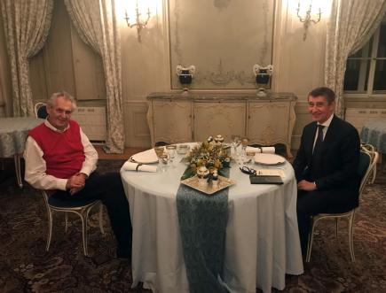 Prezident Miloš Zeman pozval 8. prosince 2018 do Lán na večeři premiéra v demisi Andreje Babiše (vpravo).