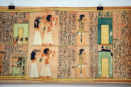 Kopii dlouhou 31 metrů Aniho papyru vystaví od 13. února 2018 Dům knihy Knihcentrum v Ostravě. Papyrus je oproti originálu, který je uložen v Britském muzeu, delší o více než sedm metrů. Je ukázkou takzvané Egyptské knihy mrtvých, popisující cestu duše po smrti těla. Výstava potrvá do 30. března 2018. Na snímku z 12. února 2018 je detail papyrového svitku, který je umístěn na ochozu v interiéru obchodu.