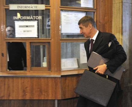 Andrej Babiš přichází ke Krajskému soudu Bratislava I, kde 30. ledna pokračovalo soudní líčení ve věci jeho žaloby proti slovenskému Ústavu paměti národa v souvislosti s archivními svazky, ve kterých je Babiš veden jako agent komunistické Státní bezpečností (StB). Bratislavský krajský soud 13. února 2018 v obnoveném líčení zamítl žalobu Andreje Babiše, že je neoprávněně evidován jako agent StB. Případ mu vrátil ústavní soud.