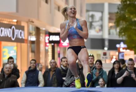 Vítězka atletického halového mítinku ve skoku o tyči Zimní Pražské tyčky Jiřina Ptáčníková 13. února 2018 v Praze.