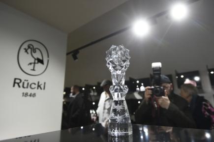 Podoba nové sošky filmového ocenění Český lev byla odhalena 15. února 2018 v Praze.