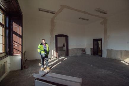 Rekonstrukce zámku v Doksech na Českolipsku (na snímku z 9. března 2018) začala loni na podzim a hotová by měly být na začátku příštího roku.
