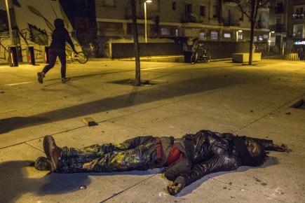 Muž zraněný při střetech demonstrantů s policisty v Madridu.