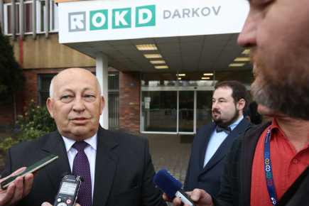 Předseda dozorčí rady OKD Michal Kuča hovoří s novináři 24. dubna 2018 poté, co se v sídle firmy v Karviné setkal s premiérem v demisi Andrejem Babišem.