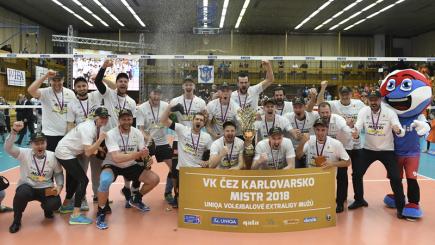 Finálové utkání play off volejbalové extraligy mužů: Kladno - Karlovarsko, 3. zápas, 26. dubna 2018 v Kladně. Hráči Karlovarska slaví titul.
