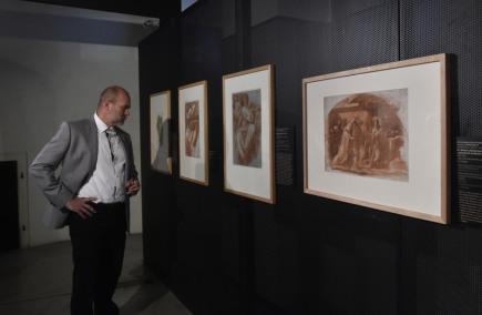 Arcidiecézní muzeum Olomouc zahajuje 17. května výstavu vzácných kreseb s názvem Kresby starých mistrů ze sbírky Arcibiskupství olomouckého. Kolekce těchto kreseb z období od 16. do 1. poloviny 17. století se vystavuje po více než 70 letech opět pohromadě. Potrvá do 19. srpna.