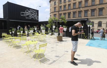 Organizátoři představili 8. června 2018 dočasný pop-up market Manifesto u pražského Masarykova nádraží.
