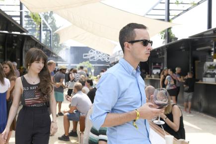 Organizátoři představili 8. června 2018 dočasný pop-up market Manifesto u pražského Masarykova nádraží. Nabízí kulturní program, několik designových obchůdků a malé restaurace a bistra.