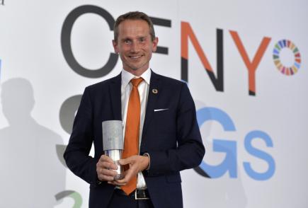 Ceremoniálu při udílení cen za plnění cílů udržitelného rozvoje se 12. června 2018 v pražském Černínském paláci jako čestný host zúčastnil dánský ministr financí Kristian Jensen, pod jehož resort spadá agenda udržitelného rozvoje. Získal zvláštní cenu.