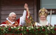 Pape Benedikt XVI. (vlevo) a konstantinopolsk ekumenick patriarcha Bartolomj I.
