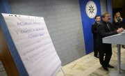 Policejn prezident Martin ervek (tet zprava) a nmstek policejnho prezidenta pro slubu kriminln policie a vyetovn Vclav Kuera (druh zprava) zveejnili 16. kvtna v Praze zvry eten odboru vnitn kontroly prezidia.