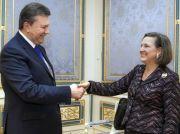 Náměstkyně amerického ministra zahraničí Victoria Nulandová a ukrajinský prezident Viktor Janukovyč.