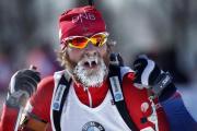 Norský biatlonista Alexander Os v cíli stíhacího závodu na 12,5 km v americkém Presque Isle, kde dosahovala teplota -18 C.