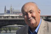 Předsedy strany Rozumní Petr Hannig oznámil 19. července v Praze kandidaturu na prezidenta.