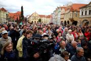 Obyvatelé Žatce při setkání s prezidentem Milošem Zemanem, který do města přicestoval 4. října v rámci návštěvy Ústeckého kraje.