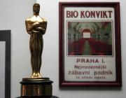Cenu americké filmové akademie Oscara získal v roce 1949 jako první oceněný Čech dvanáctiletý Ivan Jandl. Byl tak odměněn zvláštní cenou za dětský herecký výkon v hlavní roli ve snímku Poznamenaní režiséra Freda Zinnemanna. Jandlova cena je netradičně malá, měří pouhých 16 centimetrů.