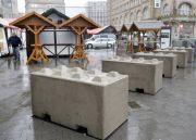 Vánoční trh v Essenu chrání před teroristickým útokem vozidlem betonové zábrany.