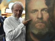 Herec Jaroslav Dušek u plakátu k filmu Dana Svátka Úsměvy smutných mužů, který tvůrci uvedli 9. července 2018 ve zlínském kině Golden Apple Cinema.