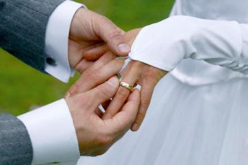Svatba, snubní prsten. Ilustrační foto.