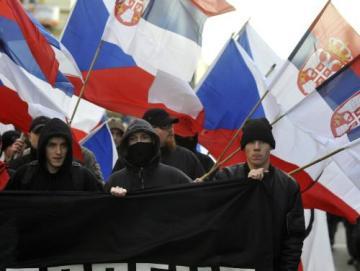 Proti vyhlášení samostatného Kosova a na podporu Srbska přišly 23. února odpoledne do centra Prahy demonstrovat stovky lidí. Asi dvě stovky převážně mladých lidí se zúčastnily pochodu, který uspořádala extremistická organizace Autonomní nacionalisté Střední Čechy.
