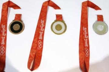 Olypijské medaile, které budou předány vítězům OH v Pekingu.