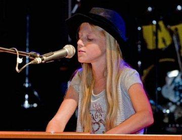 Zpěvačka a pianistka Crazy Áňa