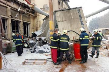 V továrně gumáren Avon Automotive v Rudníku na Trutnovsku 4. ledna ráno vybuchly dvě akumulační nádrže na stlačenou páru. Při neštěstí zemřela třiatřicetiletá žena. Další tři lidé byli zranění těžce a 11 lidí utrpělo lehká zranění. Po výbuchu se propadla střecha, která lidi zasypala.