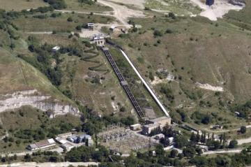 Baksanská vodní elektrárna v Kabardinsko-balkarské republice na jihu Ruska, kterou dnes ráno poškodila série čtyř explozí.