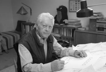 Výtvarník a scenárista Zdeněk Miler v pracovně (22. června 1993).
