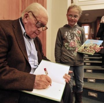 Beseda s malířem a animátorem, tvůrcem legendárního Krtečka Zdeňkem Milerem, který v únoru oslavil 88. narozeniny, se konala 5. března 2009 v Městské knihovně v Praze.