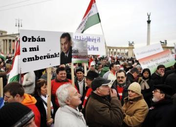 Na 100.000 tisíc lidí přišlo do centra Budapešti vyjádřit podporu vládě konzervativního premiéra Viktora Orbána.